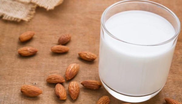 Các chuyên gia dinh dưỡng đánh giá việc bệnh nhân ung thư kiêng sữa hoàn toàn là sai lầm