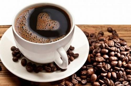 Cà phê chứa một số chất dẫn truyền thần kinh liên quan đến kiểm soát tâm trạng và có thể làm giảm lo lắng. Uống một tách cà phê có thể hạn chế sự tức giận của bạn, vì nó hoạt động như một cơ chế trong não kích hoạt các tế bào gốc não để tạo ra các nơron mới.