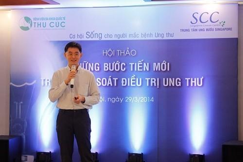 TS. BS Zee Ying Kiat tư vấn về những tiến bộ trong điều trị ung thư tại Bệnh viện Thu Cúc