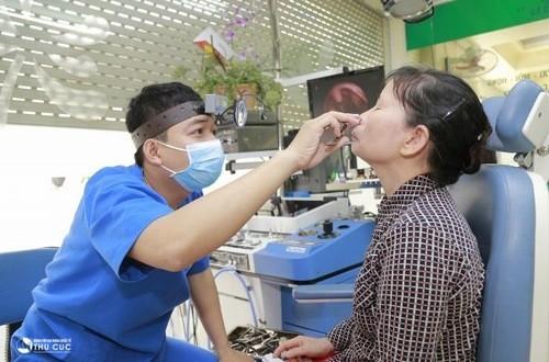 Thăm khám để được điều trị viêm xoang trán kịp thời hiệu quả