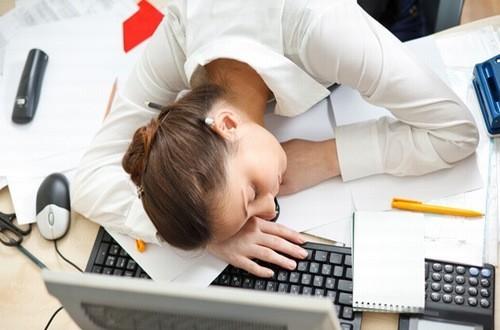 Buồn ngủ mệt mỏi có thể là dấu hiệu cảnh báo sức khỏe của bạn gặp vấn đề cần được chẩn đoán và điều trị hiệu quả