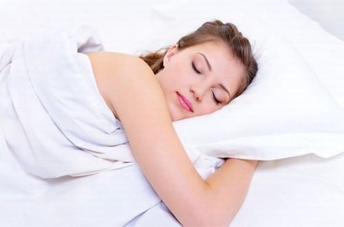 Ngủ đủ giấc, tránh stress là biện pháp ngừa hiện tượng mộng du hiệu quả