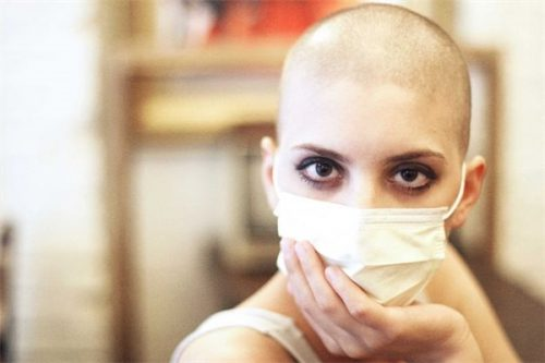 không phải tất cả thuốc hóa trị đều gây rụng tóc nhưng đa phần đây là tác dụng phụ khó tránh