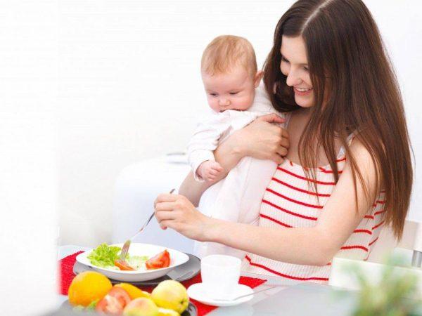 sau sinh mổ mẹ chú ý chế độ dinh dưỡng