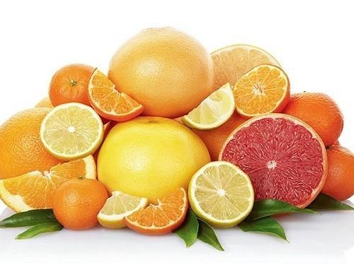Các loại rau củ quả chứa nhiều vitamin C giúp hấp thu sắt tốt hơn.