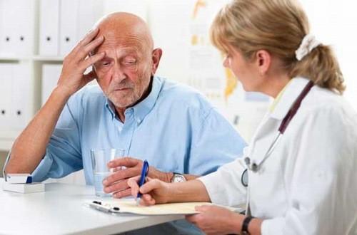 Người bệnh sa sút trí tuệ cần được bác sĩ chuyên khoa thăm khám chẩn đoán và điều trị càng sớm càng tốt