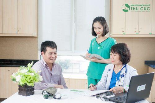 Khám sức khỏe, tầm soát ung thư định kì luôn được các bác sĩ khuyến khích để phát hiện ung thư sớm, ngay khi chưa có biểu hiện