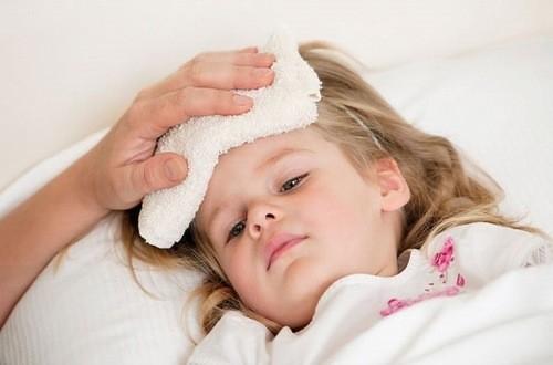 Sốt virus là bệnh thường gặp ở trẻ vào mùa hè