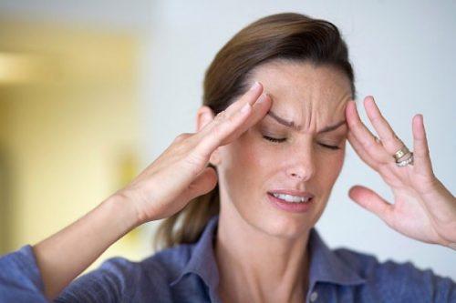 Đau đầu là một trong những biểu hiện sớm ở bệnh nhân ung thư vòm họng có thể gặp