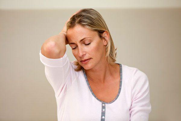 Người tụt huyết áp thường có triệu chứng hoa mắt, chóng mặt,...