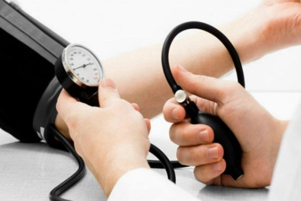 Người bị huyết áp thấp có trị số huyết áp tâm thu dưới 90mmHg và huyết áp tâm trương dưới 60mmHg, hoặc giảm hơn 20mmHg so với trị số huyết áp bình thường trước đó