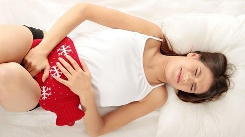 Đau bụng dữ dội kỳ kinh, ra máu nhiều... là những dấu hiệu của bệnh lạc nội mạc tử cung.