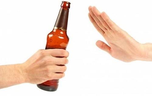 Bệnh nhân ung thư dạ dày cần chú ý tránh các loại đồ uống như rượu bia