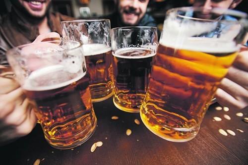 Bệnh nhân ung thư vòm họng cần tránh sử dụng bia rượu
