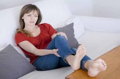 Chuột rút là tình trạng co thắt cơ đột ngột, gây đau dữ dội ở một bắp thịt, làm cho bệnh nhân không tiếp tục cử động được nữa.
