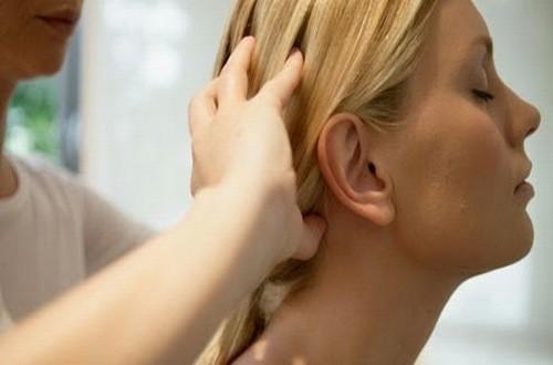 Massage giảm triệu chứng đau đầu vận mạch