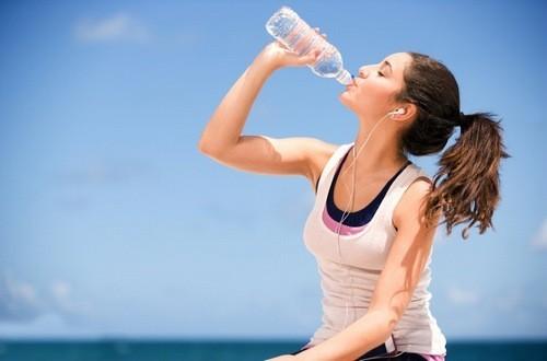 Uống nước lúc đói có thể giúp bạn giảm cân hiệu quả