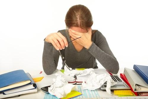 Stress lâu ngày sẽ ức chế đến chu kỳ sinh lý của chị em.
