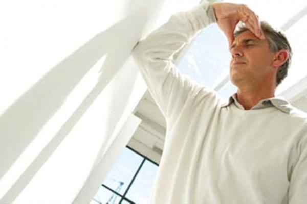 Người bệnh cao huyết áp dễ gặp phải nguy cơ biến chứng trong thời tiết nắng nóng