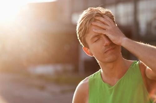 Người bệnh cao huyết áp không nên ra ngoài nắng quá lâu