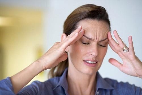 Đau đầu là một trong những triệu chứng ung thư vòm họng phổ biến