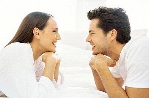Nhìn nhau không gây bệnh đau mắt đỏ nhưng bệnh đau mắt đỏ có thể lây qua đường hô hấp