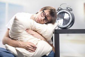 Người mất ngủ khó đi vào giấc ngủ, ngủ chập chờn, ngủ không yên giấc