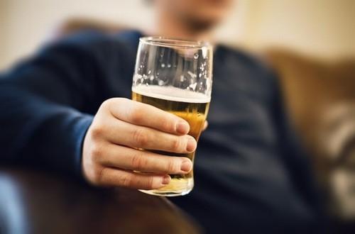 Cần uống một lượng rượu bia vừa đủ tránh gây ảnh hưởng đến sức khỏe