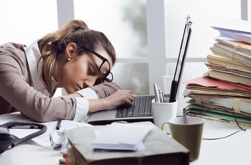 Thiếu ngủ làm cơ thể mệt mỏi, dễ mắc các bệnh lý