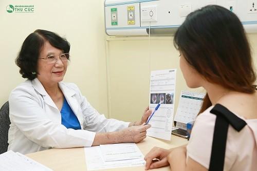 Tại bệnh viện ĐKQT Thu Cúc, bệnh nhân được thăm khám cản thận trước khi thực hiện tháo vòng.