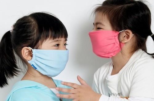 Người bệnh quai bị cần đeo khẩu trang tránh lây nhiễm cho người xung quanh