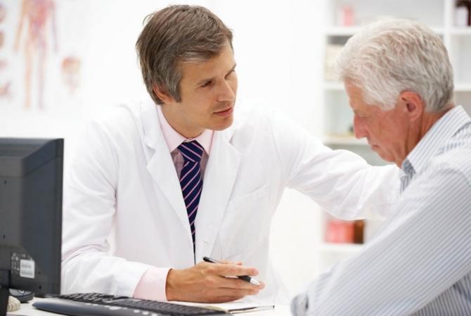 Bệnh nhân suy thận cần được thăm khám, chăm sóc và điều trị kịp thời