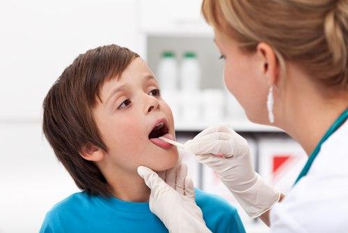 Do hệ miễn dịch còn non yếu nên trẻ em rất dễ mắc một số bệnh về hô hấp như ho, sổ mũi, cảm cúm…