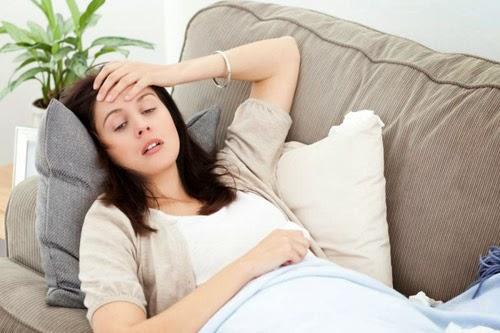 Thai ngoài tử cung có thể là một nguyên nhân gây đau bụng dưới ở mẹ bầu.