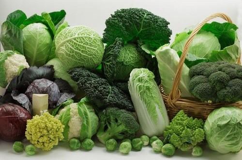 Rau họ cải chứa các chất oxi hóa giúp cơ thể loại bỏ các độc tố. Bông cải xanh, súp lơ,và bắp cải là một vài lựa chọn phổ biến cho người muốn giữ phổi khỏe mạnh.