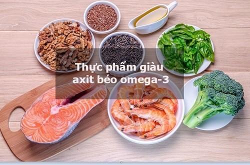 Loại axit béo này rất quan trọng với sức khỏe của bạn. Những nghiên cứu sơ bộ cho thấy những thực phẩm giàu axit béo có những tác dụng tốt đối với bệnh hen suyễn. Nếu bạn không hấp thụ đủ chúng trong cá, thì hãy lựa chọn cho thực đơn của bạn các loại hạt.