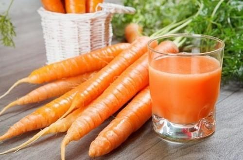 Carotene đã được chỉ định là chất oxi hóa giúp ngăn ngừa những nguy cơ gây ung thư phổi. Carotene có chứa trong các loại rau quả có màu cam hoặc đỏ. Cà rốt là lựa chọn tuyệt vời nhờ có chứa beta-carotene chuyển hóa thành vitamin A, giúp giảm những sự cố của bệnh hen suyễn.