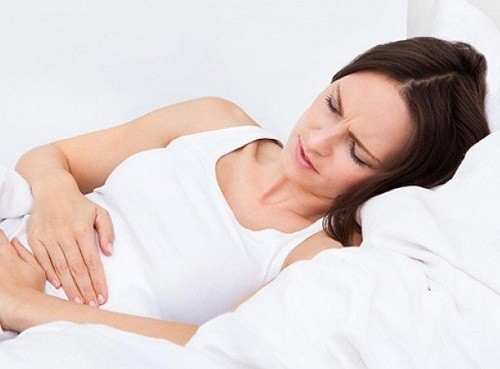 Khi bị chuột rút, mẹ sẽ có cảm giác giống như cơn đau trong thời kỳ kinh nguyệt, tử cung co bóp, nặng nề trong khung xương chậu.