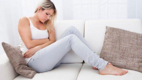 Đau bụng dưới chính là một trong những dấu hiệu mang thai sớm của mẹ bầu. Đi kèm là 1 số biểu hiện khác như mệt mỏi, buồn nôn, khó chịu...