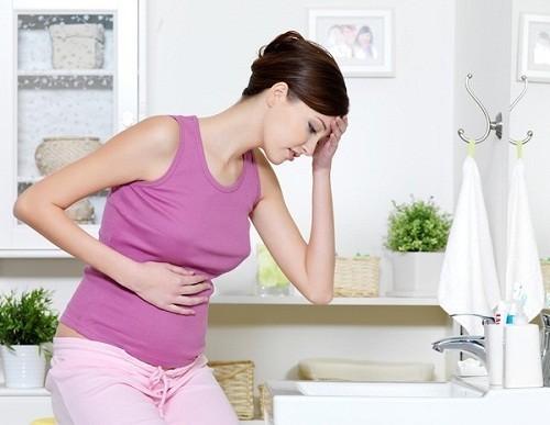 Đau bụng dưới khi mang thai là tình trạng khá thường gặp ở các chị em.