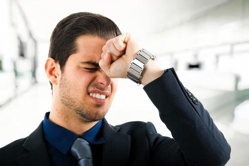 hãy cảnh giác bệnh ung thư vòm họng nếu có tình trạng nổi hạch dưới cằm đi liền với các triệu chứng khác như đau đầu dữ dội