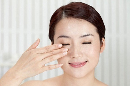 Massage mắt nhẹ nhàng giúp mắt thư giãn khỏe mạnh hơn