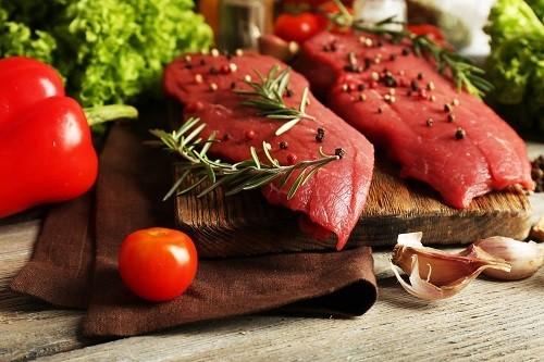 Chế độ ăn nhiều thịt đỏ cũng làm gia tăng nguy cơ ung thư tuyến tiền liệt