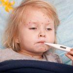 Trẻ nhiễm siêu vi phải làm sao?