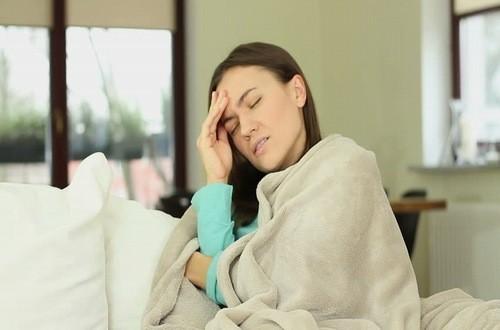 Triệu chứng ớn lạnh trong người có thể cảnh báo tình trạng sức khỏe của bạn đang gặp vấn đề bất ổn