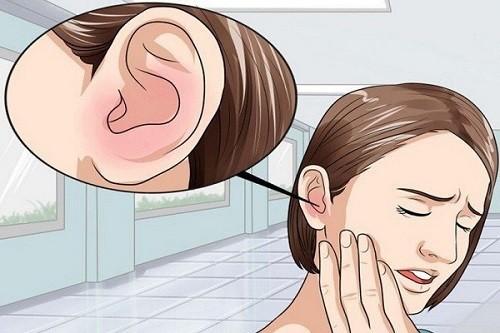 Ở giai đoạn sớm, bệnh nhân ung thư vòm họng thường bị ù tai một bên