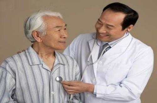 Người bệnh viêm phổi kẽ cần được thăm khám và điều trị hiệu quả càng sớm càng tốt
