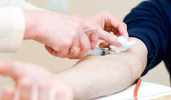 Xét nghiệm máu cần thiết trong rất nhiều trường hợp.