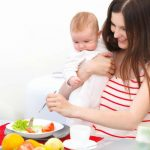 Sau sinh mẹ bầu nên ăn gì để có nhiều sữa mà không tăng cân?