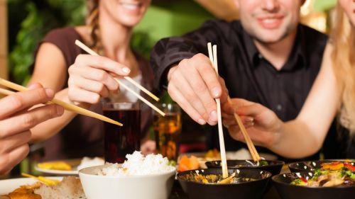 Chưa có căn cứ nào chứng minh bệnh ung thư nói chung và ung thư gan nói riêng có thể lây từ người bệnh sang người khỏe mạnh qua đường ăn uống